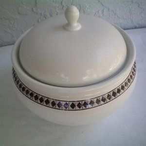 Casual Images-Lenox Diamond Ring Covered casserole
